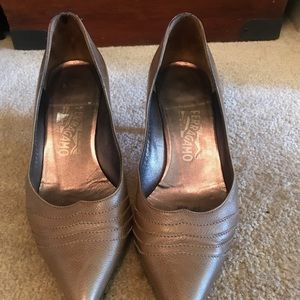 Ferragamo small heel pointed tip